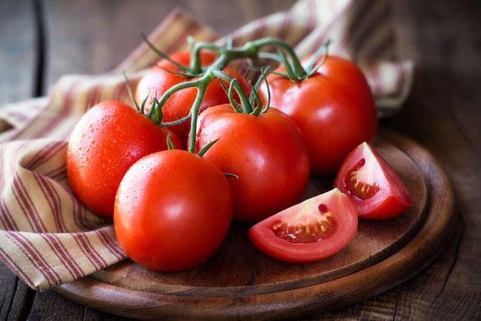Mắt yếu nên bổ sung gì? Cà chua