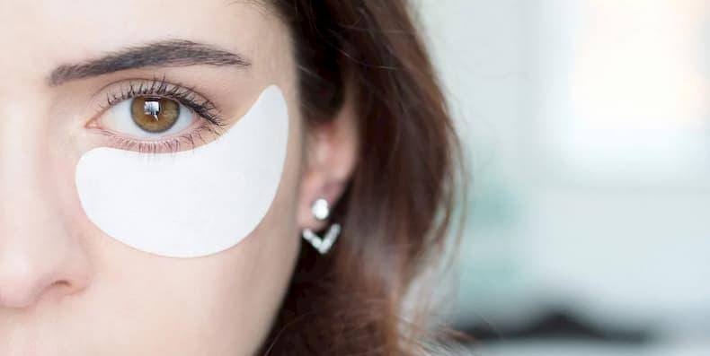 Cách trị quầng thâm mắt bằng mặt nạ hoặc kem trị thâm quầng mắt