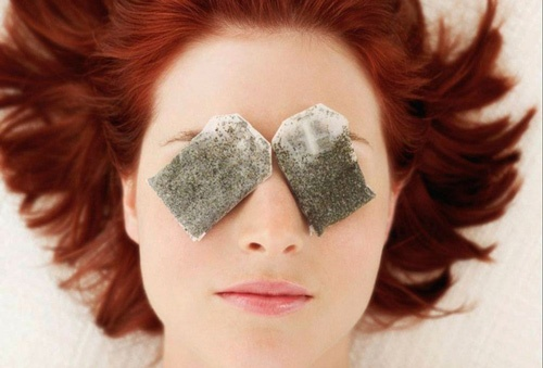 Túi trà xanh – cách trị bọng mắt dưới tại nhà hiệu quả